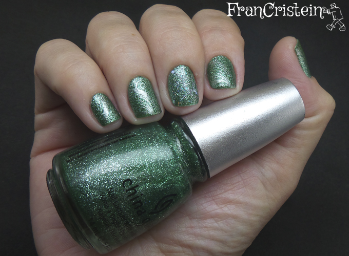 China Glaze Mistletoe Kiss + Lucidarling Silver + Konad m51