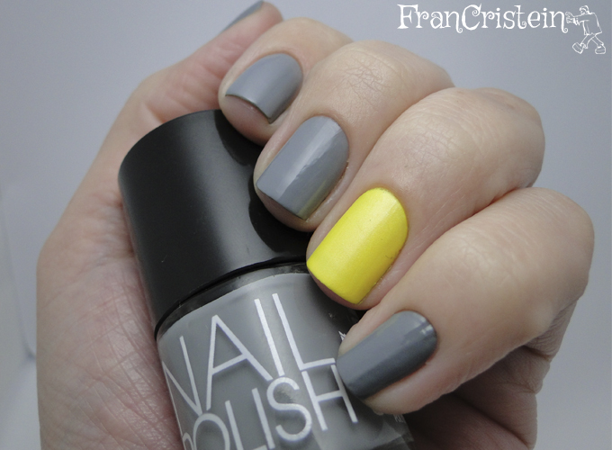 Complot + Claire's amarelo neon