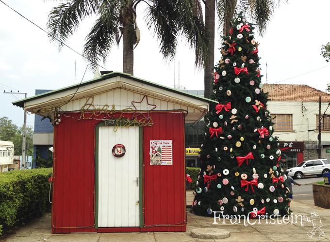 A residência oficial do Papai Noel e outra árvore