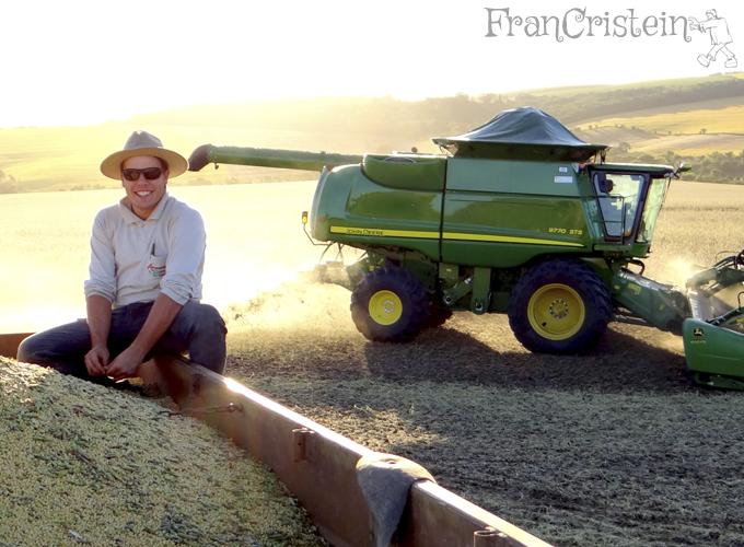 O João no caminhão e a máquina