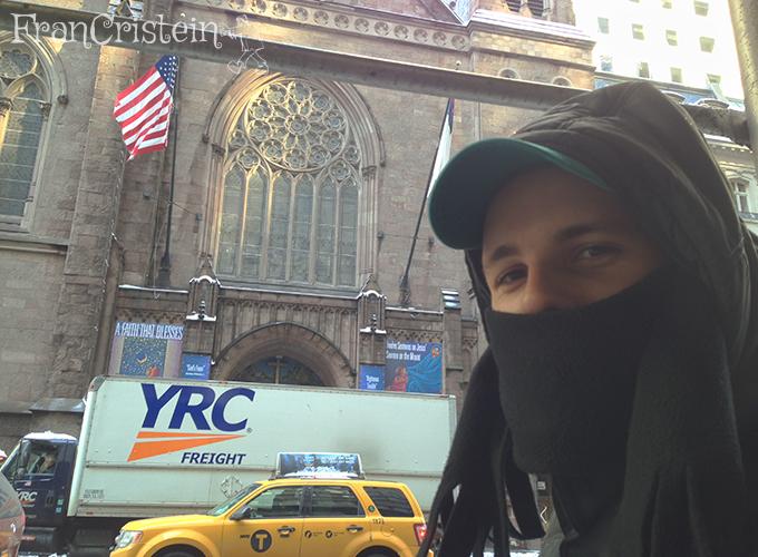 Encontrei um mendigo com frio na quinta avenida (Te amo amor ahuiahuia)
