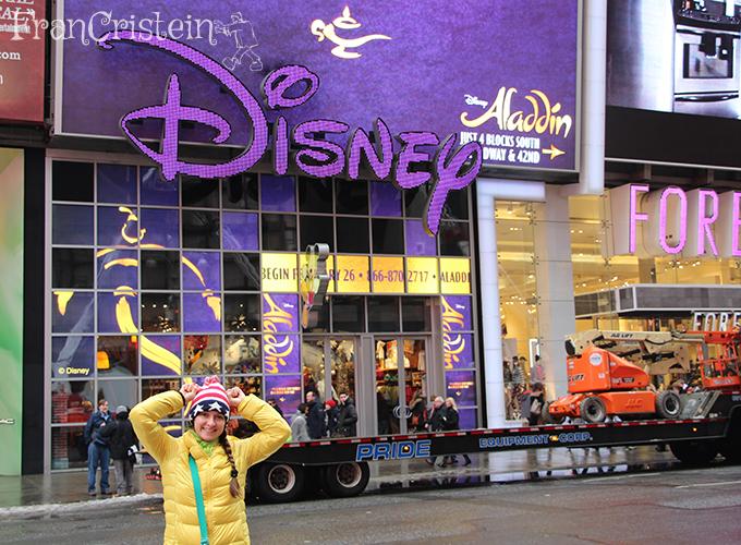 Disney e eu fazendo orelhas de Mickey tá?
