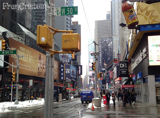 Broadway e uma Duane Reade. 2 quadras pra baixo tem outra enorme!