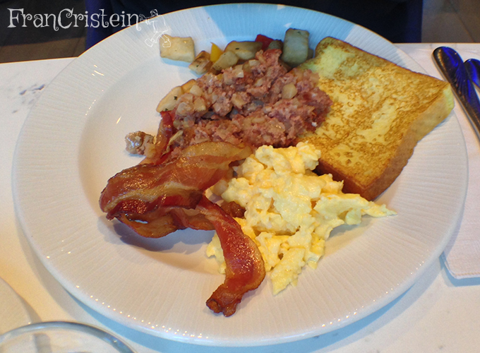 Café da manhã bem light. João entrou na vibe dos americanos!