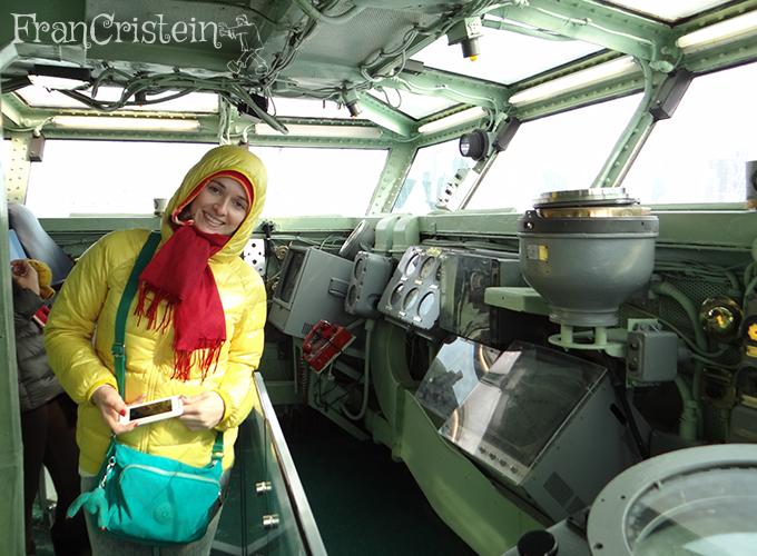 Dentro do porta-aviões