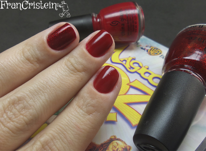 """China Glaze Ruby Pumps e Red Satin (ao fundo o DVD do filme """"O Mágico de Oz"""" <3"""