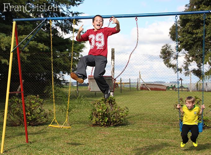 Gabriel pulando do balanço/demente
