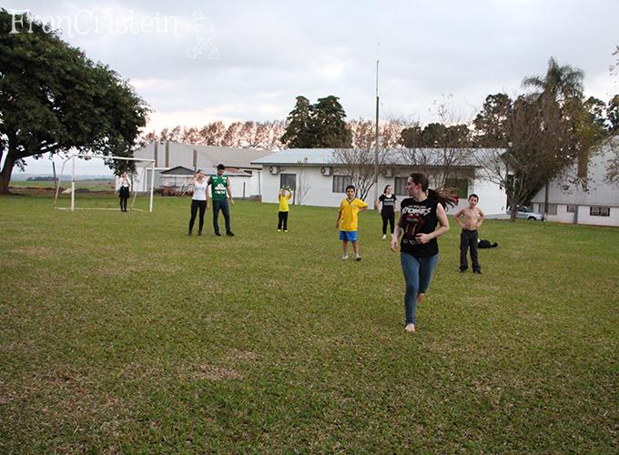 Jogo de futebol e eu DIVA correndo suada hauiiuaiu