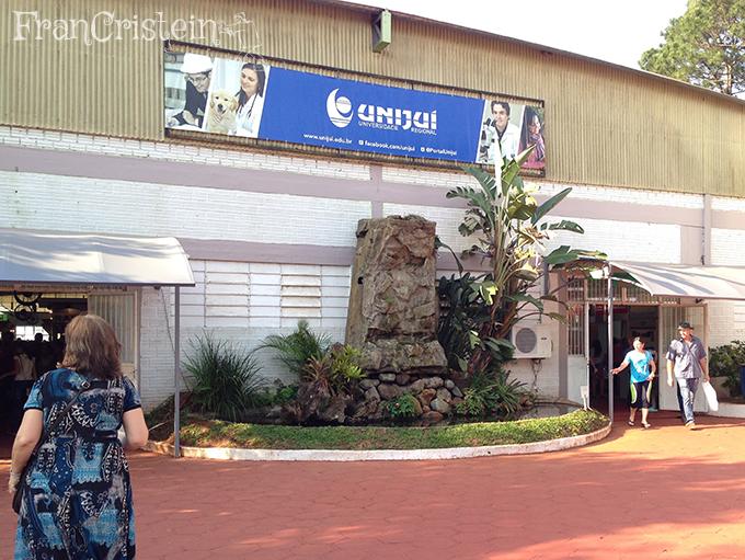 Entrada e saída de um pavilhão