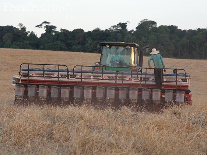 John Deere 7225J 1 e sua plantadeira