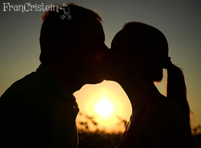 Beijo e soja lá no por do sol
